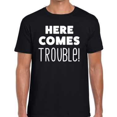 Fun t shirt here comes trouble zwart heren