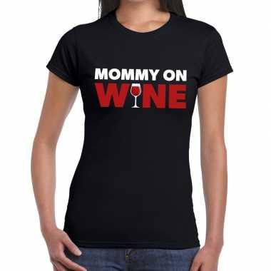 Fun t shirt mommy on wine zwart dames