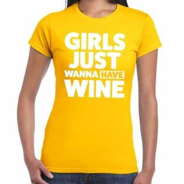 Girls just wanna have wine fun t shirt geel dames