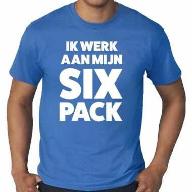 Ik werk aan mijn six pack fun t shirt blauw heren