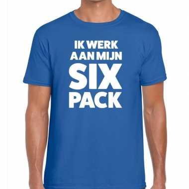 Ik werk aan mijn six pack fun t shirt heren blauw