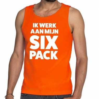 Ik werk aan mijn six pack fun tanktop / mouwloos shirt oranje heren