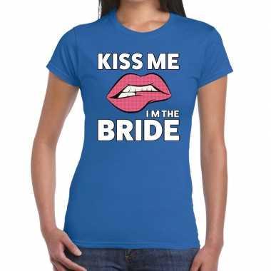 Kiss me i am the bride blauw fun t shirt dames