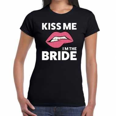 Kiss me i am the bride zwart fun t shirt dames