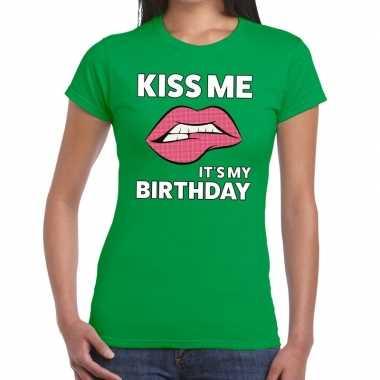 Kiss me it is my birthday groen fun t shirt dames