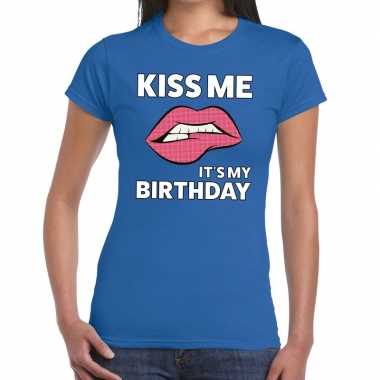 Kiss me it is my birthdayblauw fun t shirt dames