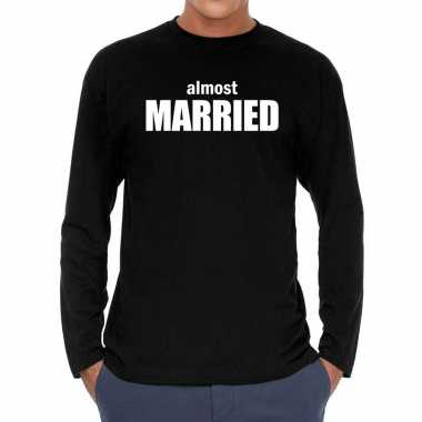 Long sleeve t shirt zwart almost married bedrukking heren