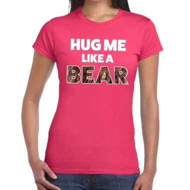 Roze hug me like a bear fun t shirt dames