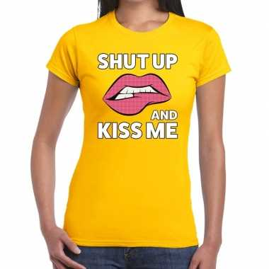 Shut up and kiss me geel fun t shirt dames
