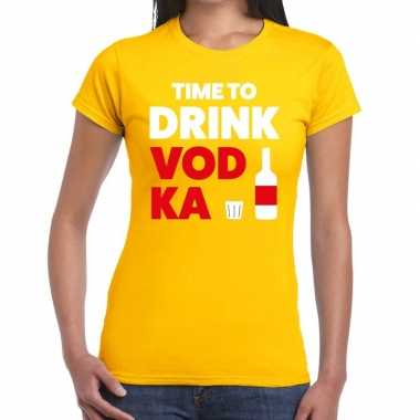 Time to drink vodka fun t shirt geel dames