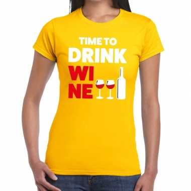 Time to drink wine fun t shirt geel dames
