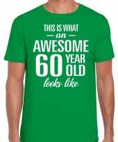Awesome 60 year verjaardag cadeau t-shirt groen heren