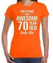 Awesome 70 year cadeau t-shirt oranje dames