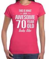 Awesome 70 year cadeau t-shirt roze dames