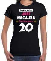 Dont be jealous just because i look this good at 20 t-shirt 20 jaar verjaardag shirt zwart dames