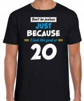 Dont be jealous just because i look this good at 20 t-shirt 20 jaar verjaardag shirt zwart heren