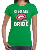 Kiss me i am the bride groen fun t-shirt dames