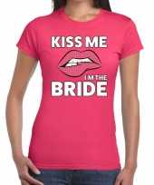 Kiss me i am the bride roze fun t-shirt dames