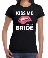 Kiss me i am the bride zwart fun t-shirt dames
