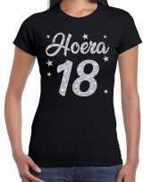 Zwart hoera 18 jaar verjaardag jubileum t-shirt dames zilveren glitter bedrukking